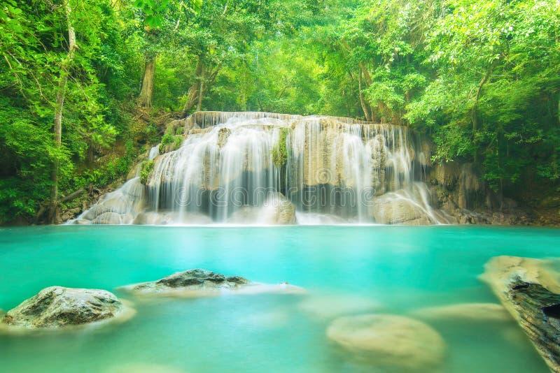 Уровень 2 водопада Erawan в провинции Kanchanaburi, Таиланде стоковое изображение rf