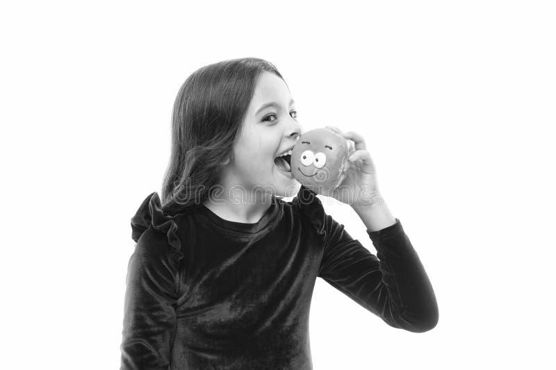 Уровни сахара и здоровое питание Счастливое детство и сладкие обслуживания Донут ломая концепцию диеты Владение девушки застеклил стоковые изображения