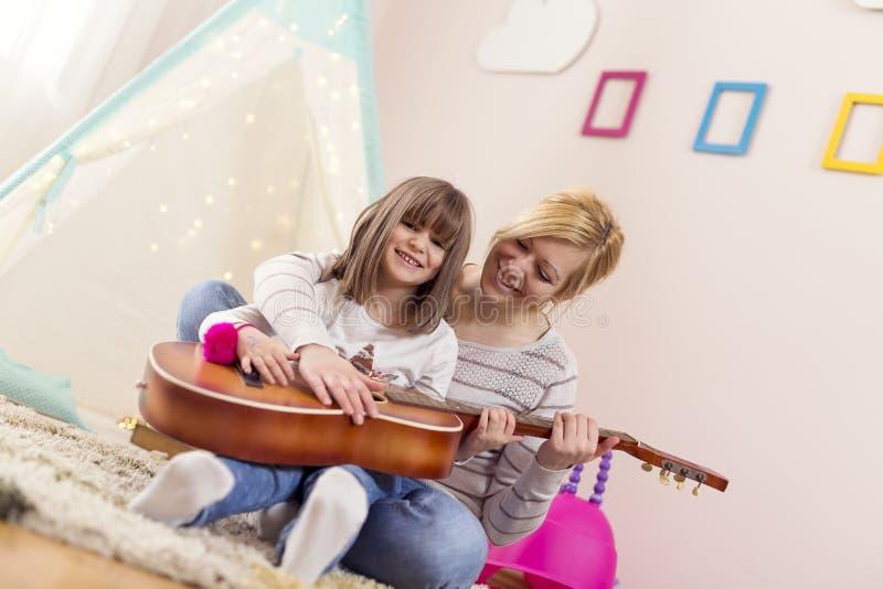 Уроки гитары стоковые изображения