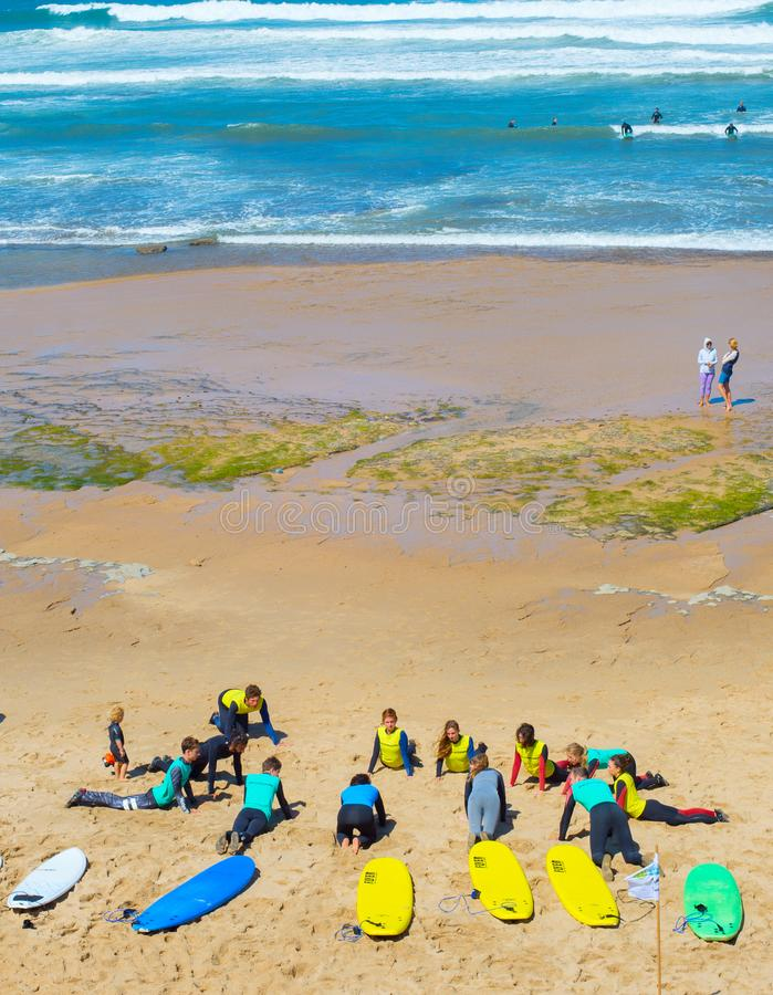 Уроки прибоя на пляже стоковое изображение rf