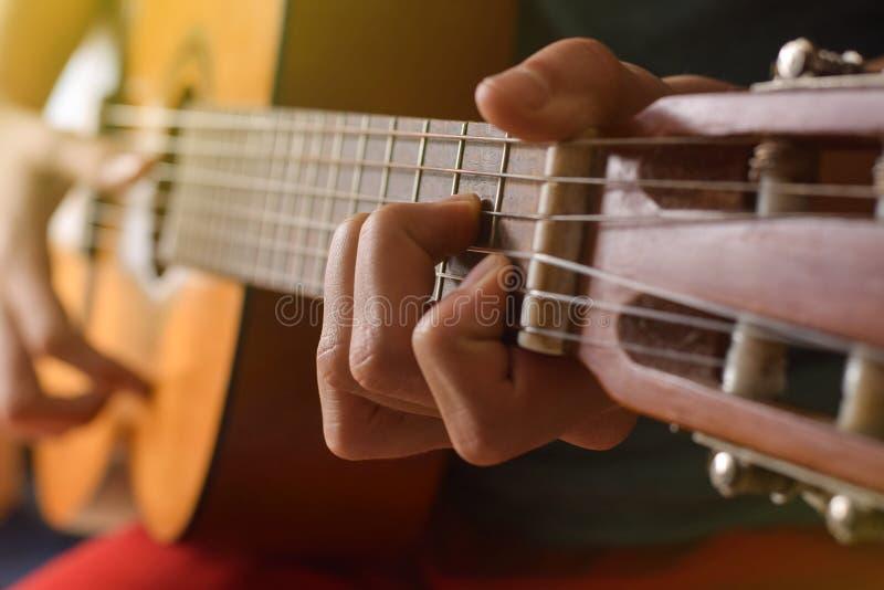 Урок гитары стоковая фотография