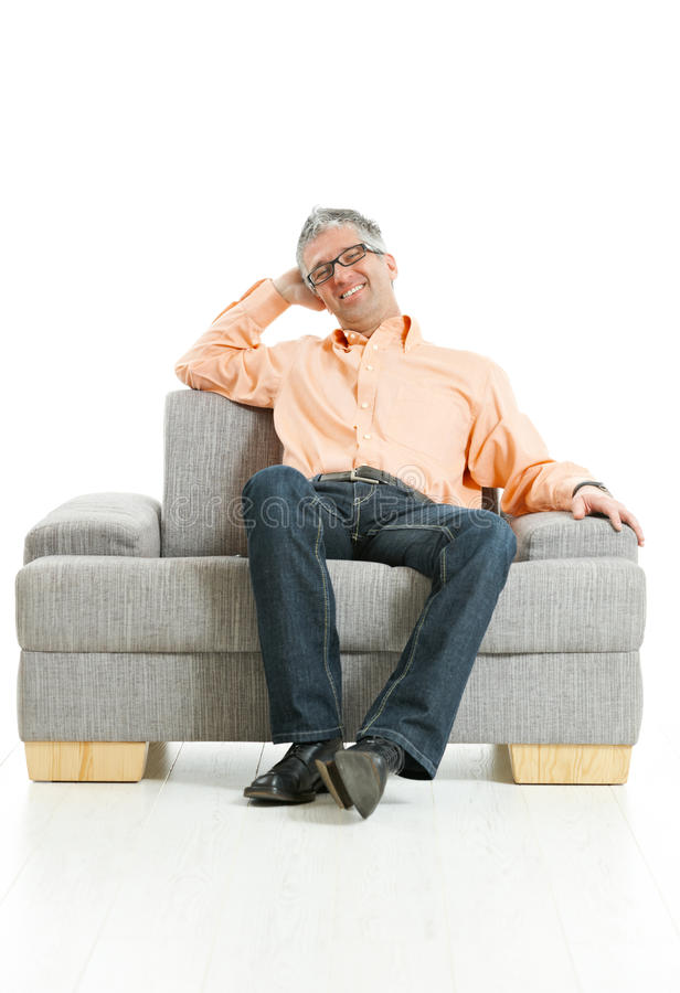 усаживание кресла ослабленное человеком стоковое изображение rf