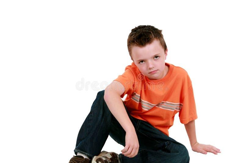 усаживание пола мальчика стоковая фотография rf