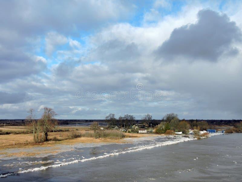 Усадьба около реки стоковые изображения