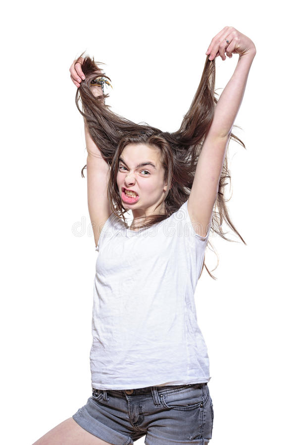 Усиленный девочка-подросток вытягивая ее волосы вне стоковые изображения rf