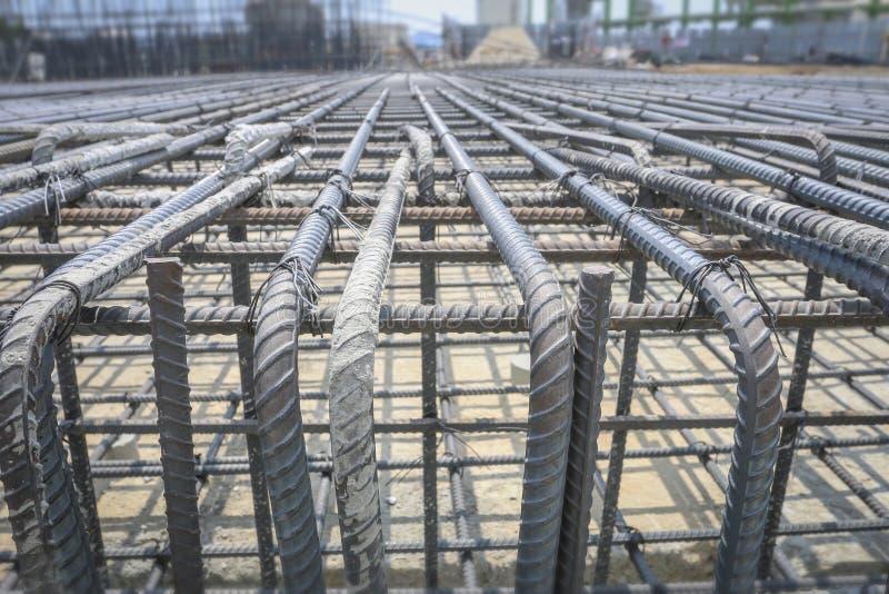 Усильте железную клетку в строительной площадке стоковое фото