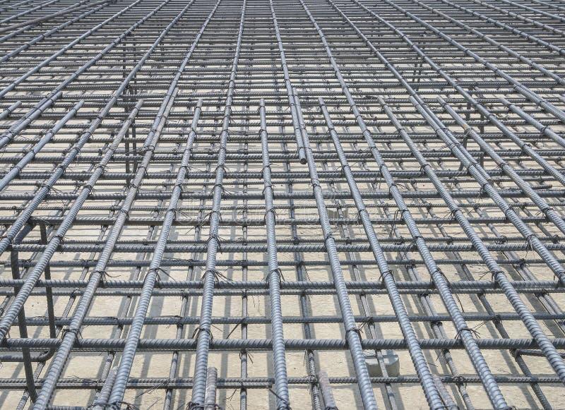 Усильте железную клетку в строительной площадке стоковое изображение rf