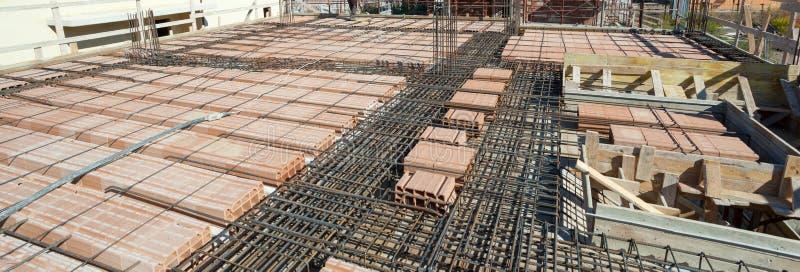 Усильте сеть железной клетки для построенного строя пола стоковые фото