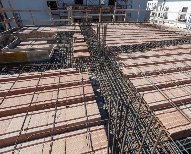 Усильте сеть железной клетки для построенного строя пола стоковая фотография