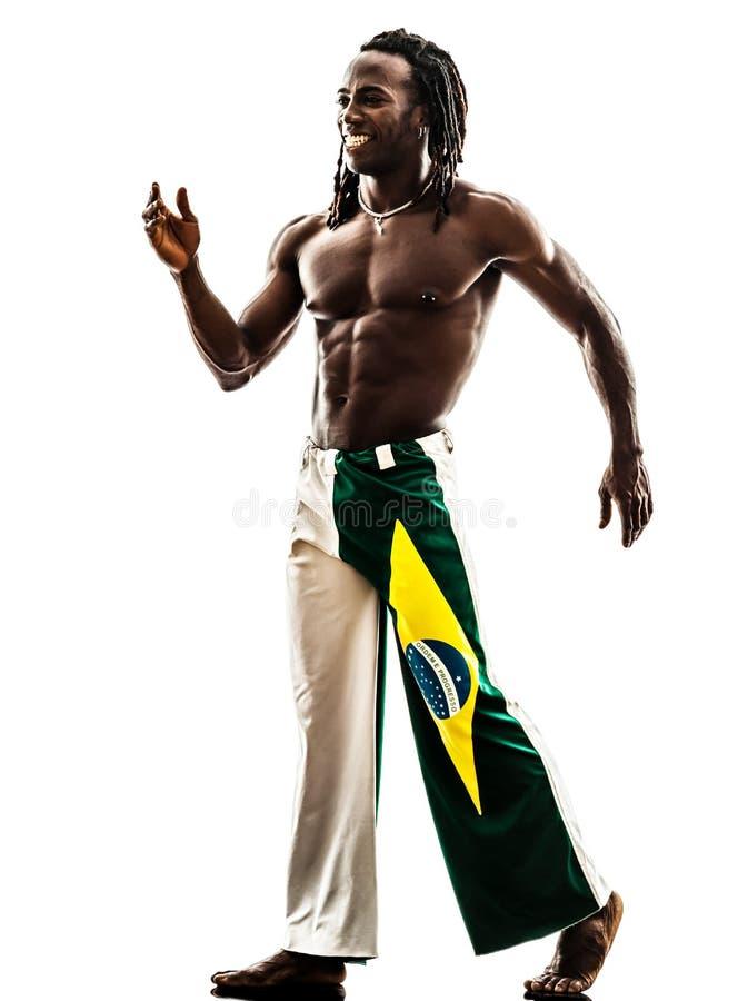 Усмехаться бразильского чернокожего человека идя стоковая фотография rf
