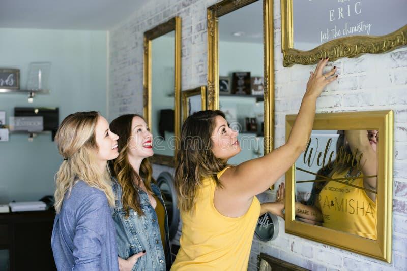 Усмехаться владельцев мелкого бизнеса женщин стоковые изображения