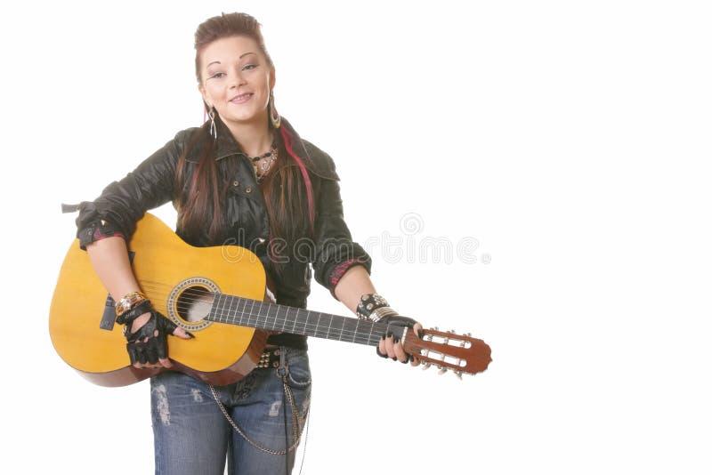усмехаться гитары девушки панковский стоковые фотографии rf