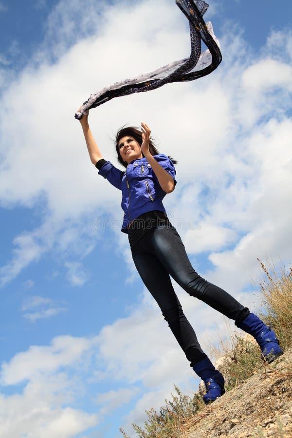 усмехаться девушки дня ветреный стоковое изображение rf