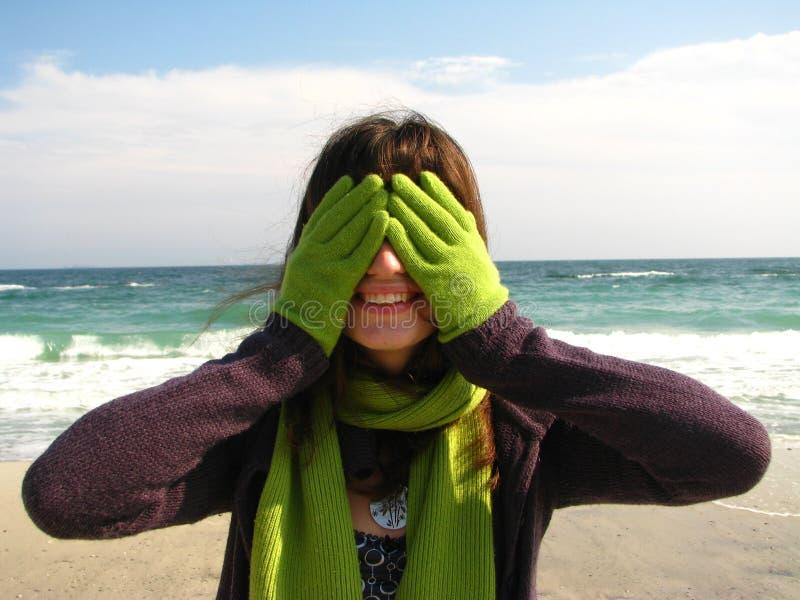 усмехаться девушки пляжа стоковые изображения