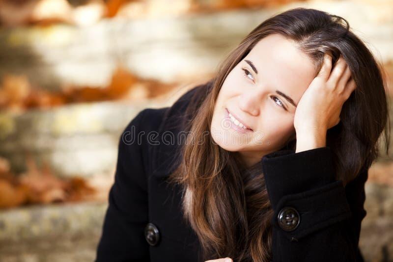 усмехаться девушки стоковая фотография