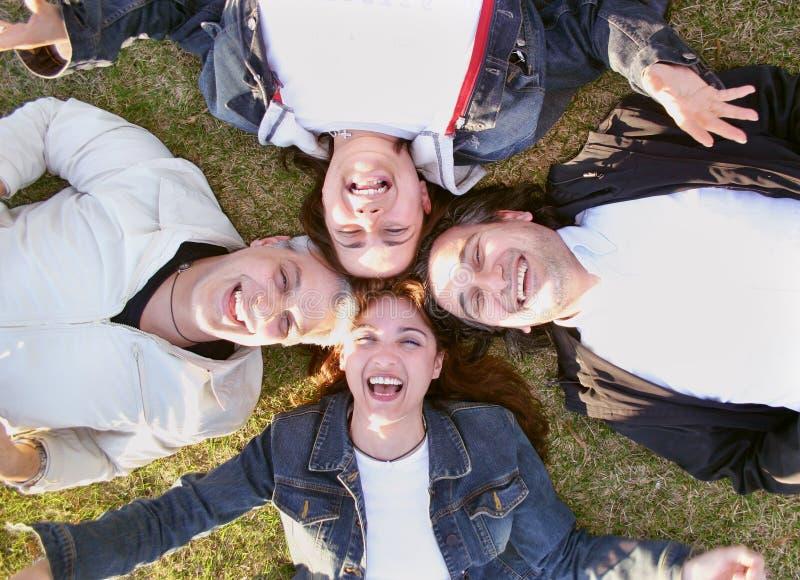 усмехаться друзей счастливый стоковые изображения rf