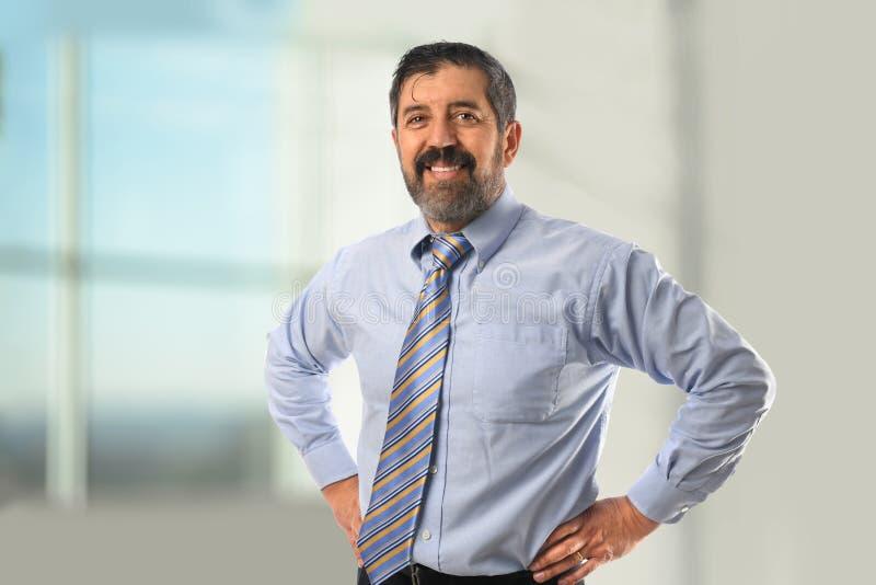 усмехаться испанца бизнесмена стоковая фотография
