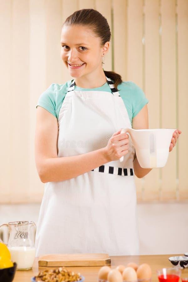 усмехаться кухни выпечки стоковое фото