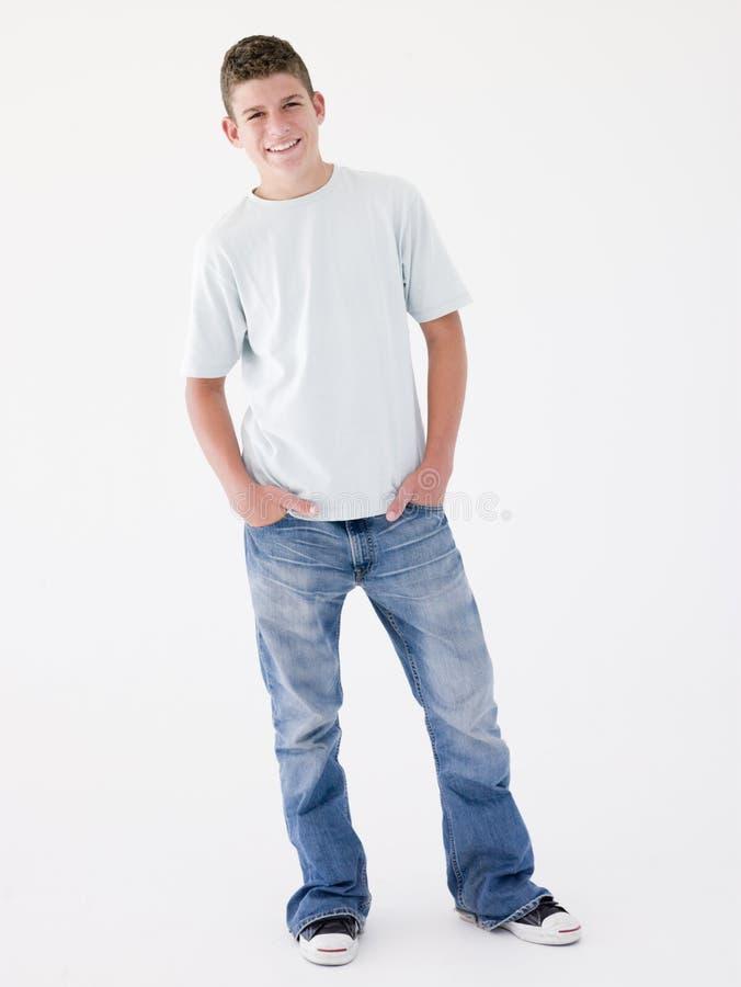 усмехаться мальчика подростковый стоковое изображение