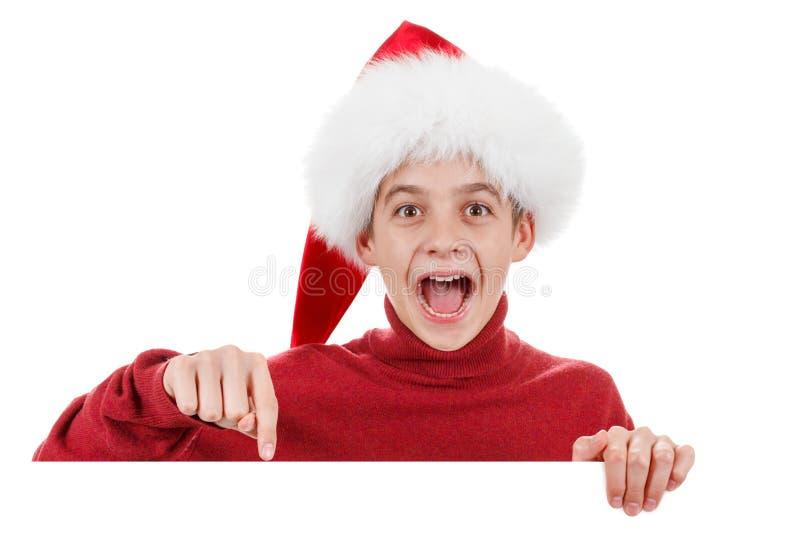 Усмехаться мальчика santa рождества милый показывает пробел стоковые изображения rf