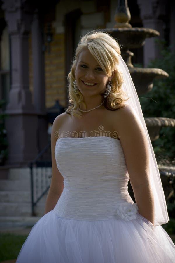 усмехаться невесты стоковые изображения