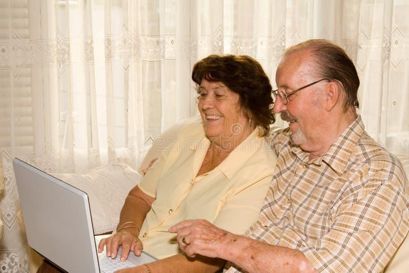 усмехаться пар счастливый старший стоковое изображение rf