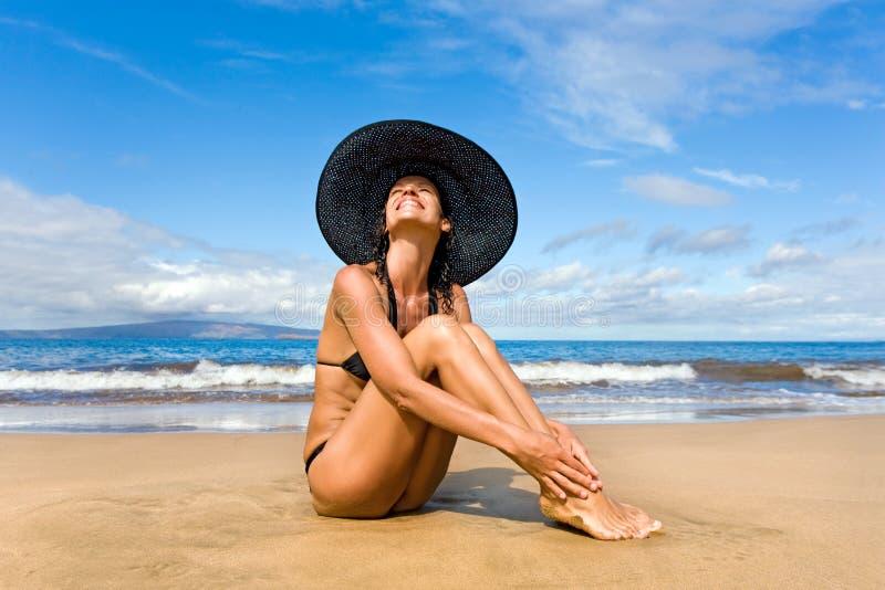 усмехаться пляжа стоковые изображения