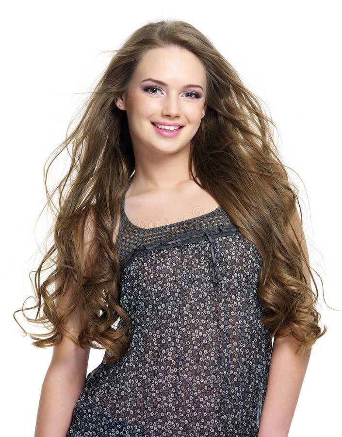 усмехаться портрета волос девушки счастливый длинний стоковое фото rf
