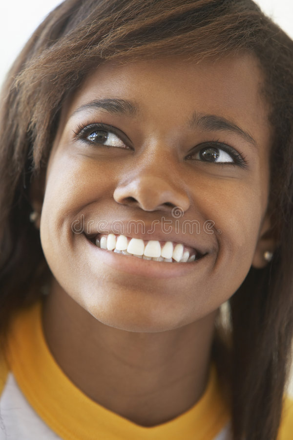 усмехаться портрета девушки подростковый стоковое изображение rf