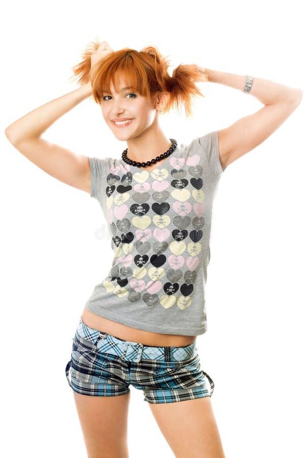 усмехаться портрета девушки с волосами довольно красный стоковая фотография