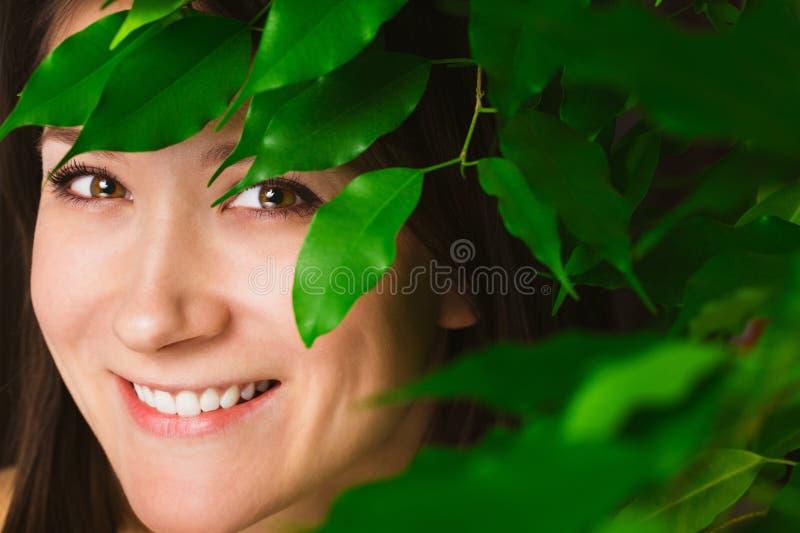 усмехаться портрета девушки стоковые изображения rf