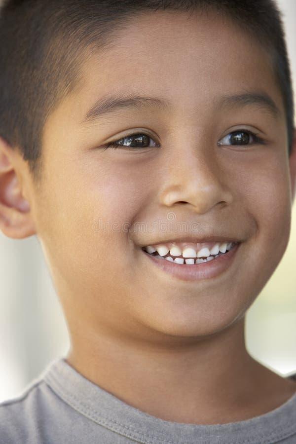 усмехаться портрета мальчика стоковые изображения