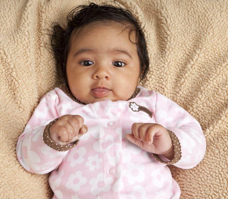 усмехаться портрета ребёнка newborn стоковое фото