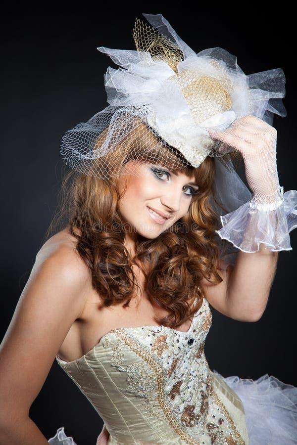 усмехаться привлекательной девушки costume романтичный стоковое изображение rf