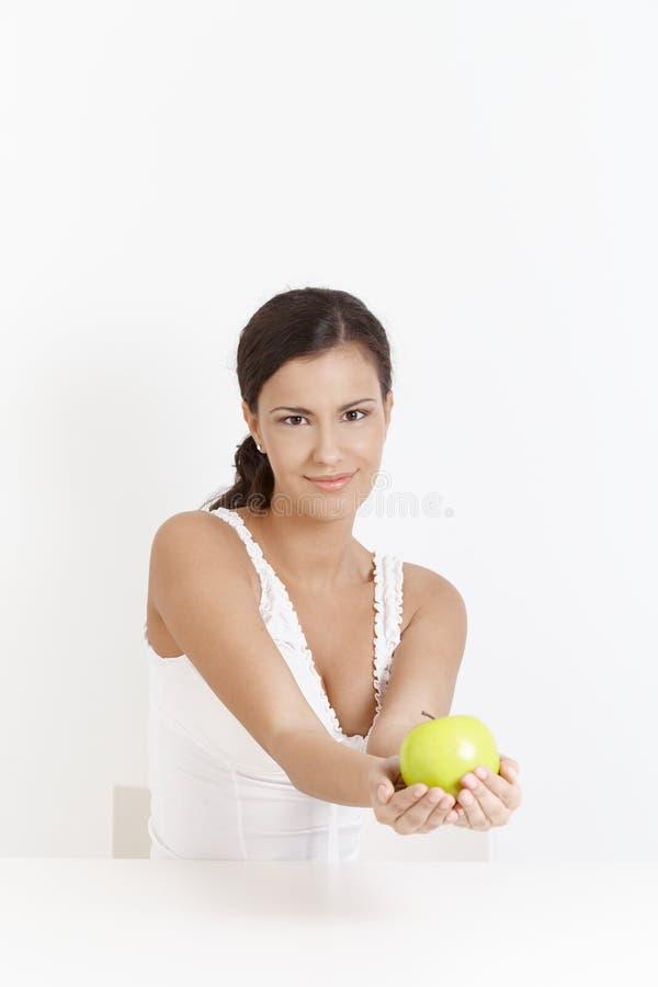 усмехаться рук девушки яблока привлекательный стоковое изображение rf
