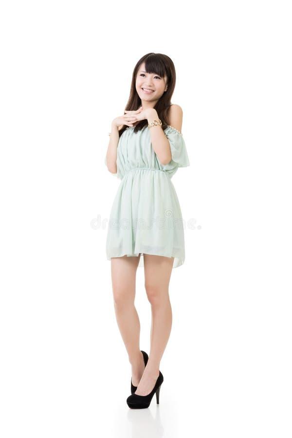 Download Усмехаясь азиатская молодая женщина Стоковое Фото - изображение насчитывающей люди, состав: 37925226