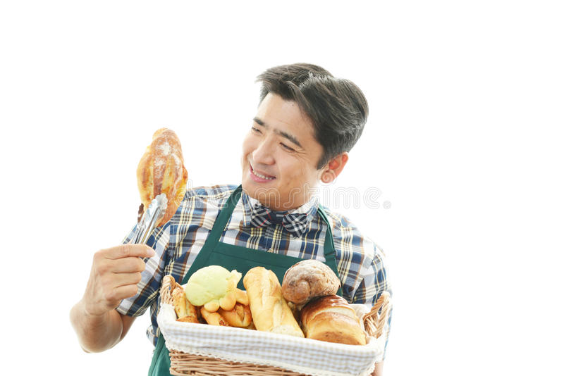 Download Усмехаясь азиатский кельнер Стоковое Фото - изображение насчитывающей здорово, ванта: 37929504