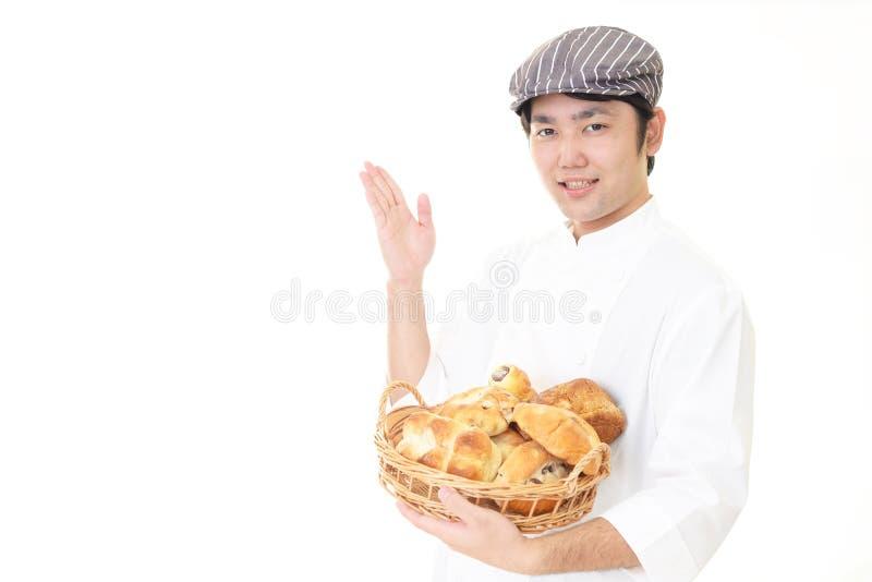 Усмехаясь азиатский хлебопек стоковое изображение rf