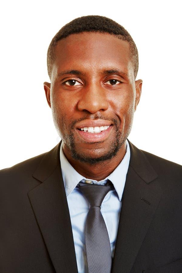Усмехаясь африканский бизнесмен стоковые фото