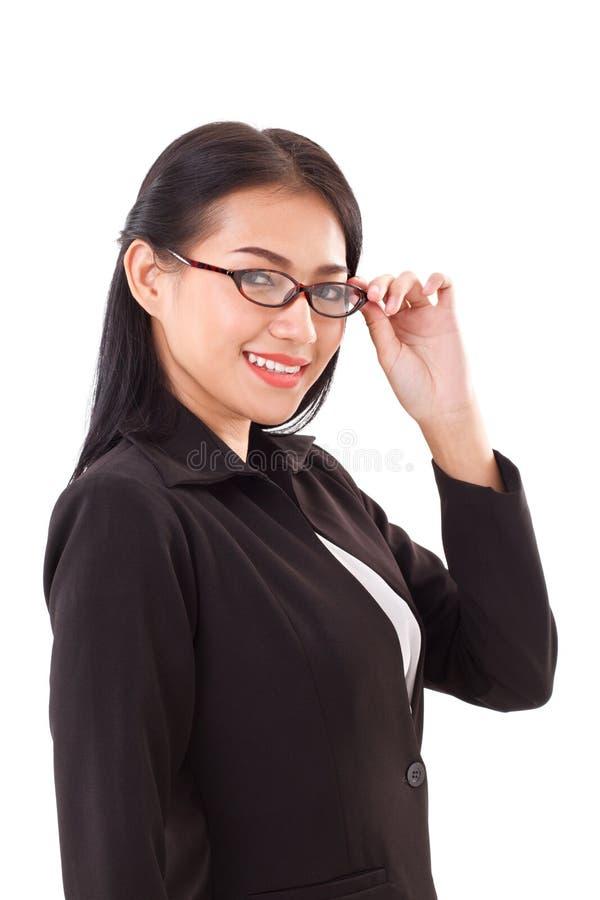 Усмехаясь бизнес-леди с eyeglasses стоковое фото