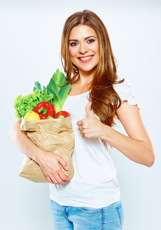 Усмехаясь еда владением женщины зеленая стоковые изображения rf