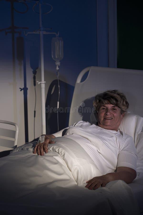 Усмехаясь женщина на больнице стоковая фотография rf
