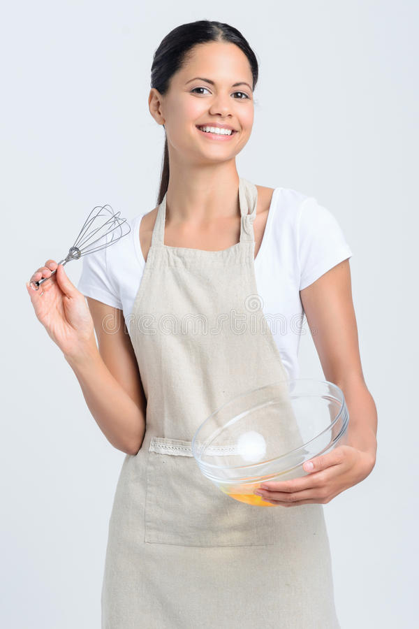 Усмехаясь женщина с юркнет и печь шар стоковое изображение rf