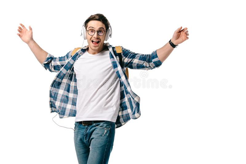усмехаясь красивый студент слушая к музыке и танцевать стоковое фото