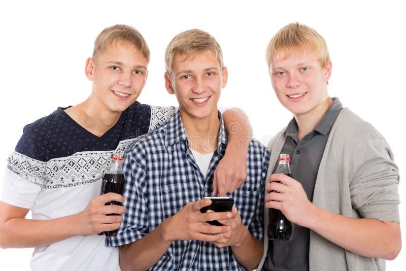 Усмехаясь молодые парни стоковое изображение