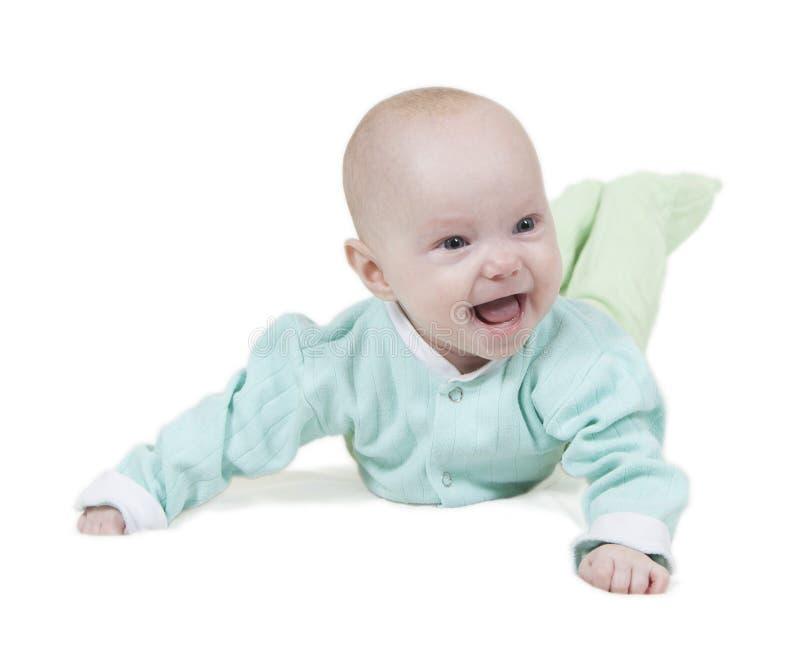Усмехаясь младенец на белой предпосылке стоковое изображение rf