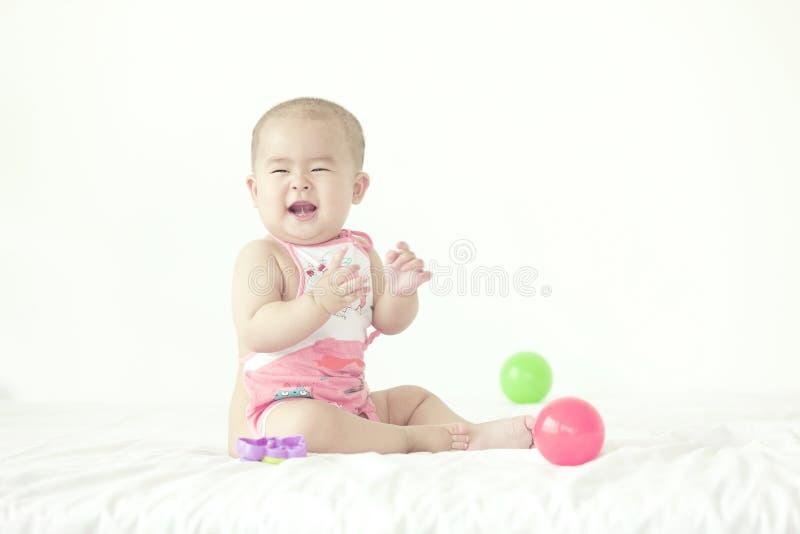 Усмехаясь младенец стоковые изображения