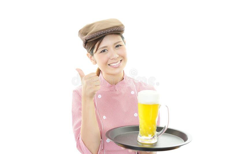 Усмехаясь официантка стоковое фото rf