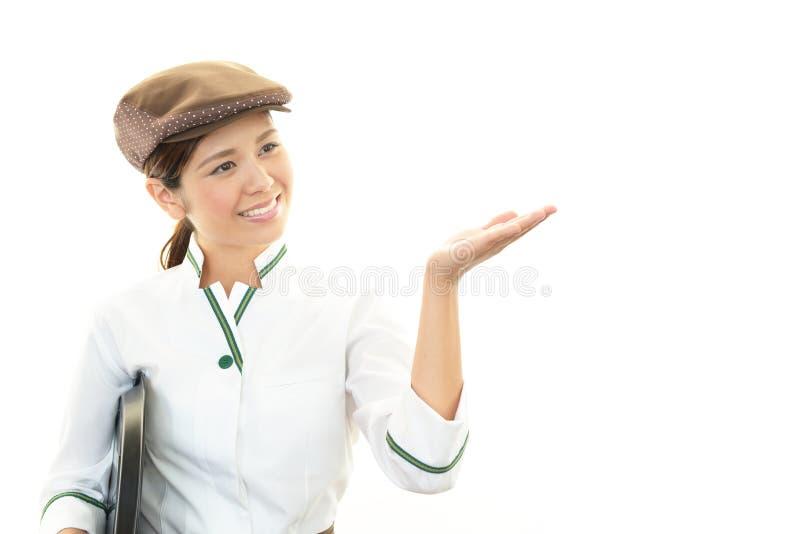 Усмехаясь официантка стоковые фотографии rf