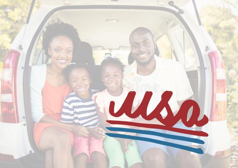 Усмехаясь семья в ботинке автомобиля для 4-ое -го июль стоковое фото rf